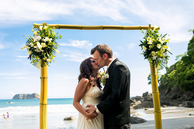 Private beach wedding Arenas del Mar